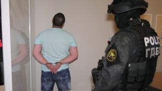 Групата за рекет остава в ареста