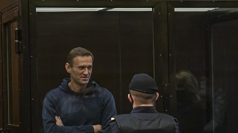 Навални поискал обезболяващи инжекции