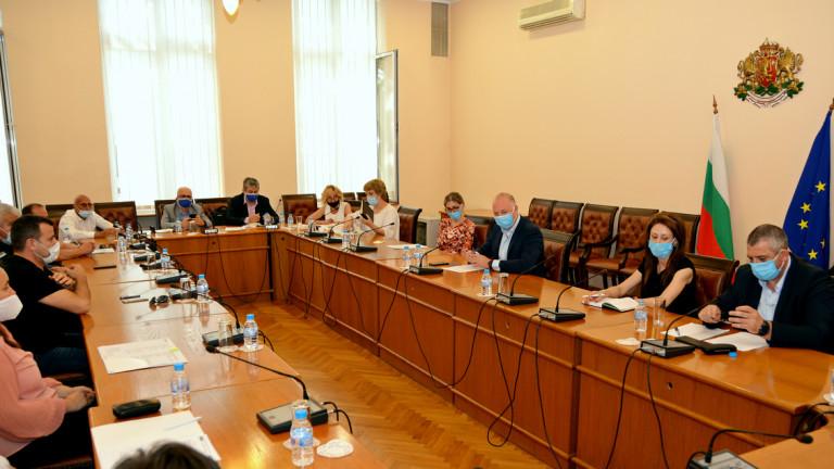 Министърът на транспорта Росен Желязков обсъди с бранша нови мерки