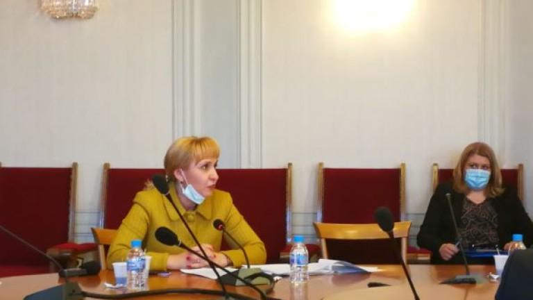 Ковачева иска банките и ЧСИ да не вземат от компенсациите заради COVID