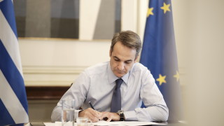 Прогнозират рецесия в Гърция след свиване на икономиката с 9%