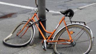 В Ямбол шофьор блъсна велосипедист и избяга