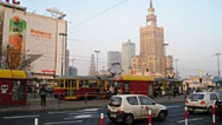Полският кабинет избегна предсрочни избори