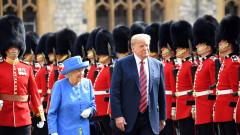 Тръмп пи чай с кралица Елизабет II