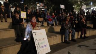 Десетки хиляди в САЩ искат разследването на Мълър да не бъде спирано
