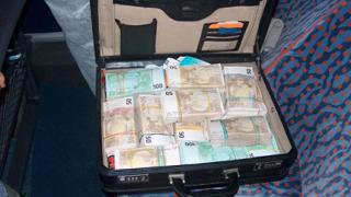 "€250 хил. ""мръсни пари"" хванаха на Дунав мост"
