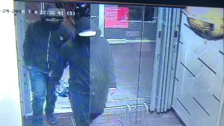 Двама взривиха бомба в ресторант в канадския град Мисисага