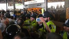 Гневни протестиращи нахлуха в кметството на лондонския квартал Кенсингтън