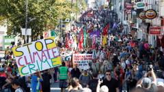 Десетки хиляди излязоха на протестно шествие срещу Г-7