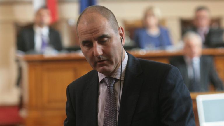 Злоупотребяват с името на Борисов непрекъснато, защитава го Цветанов