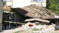 Къща се срути след като покрай нея мина ТИР
