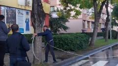 Протестиращи се вързаха с верига и блокираха улица пред полицията в Благоевград