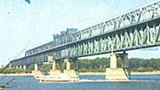 Румънец с контрабандна стока хванаха на Дунав мост