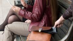 Ученичка открадна над 1000 лв. от портмонето на учителката си