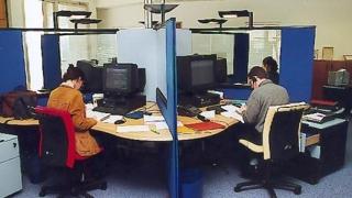 42,3% от служителите в общините са със средно образование