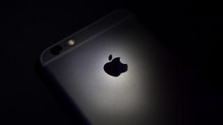 Съдят Apple за един трилион долара