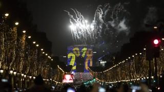 Милиони хора излязоха по улици, площади и плажове за посрещането на 2018-а