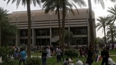 Хиляди разгневени протестиращи щурмуваха иракския парламент