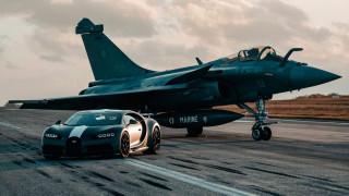 Специална версия на Bugatti се състезава с изтребител (Видео)