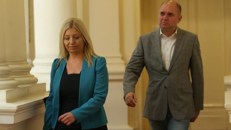 В ДБ искат да видят и листите на Петков и Василев