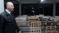 Обвиняемият Росен Желязков се разходи между палетите с костинбродски бюлетини