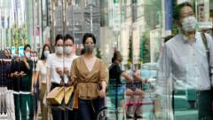 Япония разширява Covid ограниченията на фона на безпрецедентен скок на случаите