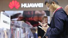 САЩ дава лицензи за търговия с Huawei