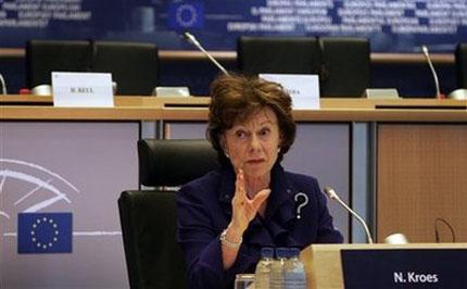 Журналисти искат публична среща с комисар Нели Крус