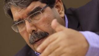 Лидерът на сирийските кюрди арестуван в Прага по искане на Турция