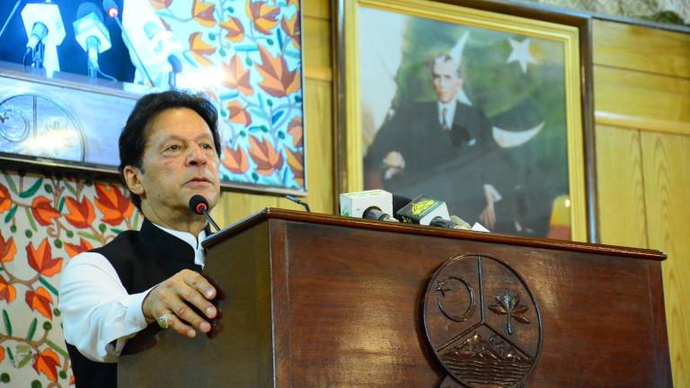 Премиерът на Пакистан Имран Хан обвини френския президент Еманюел Макрон