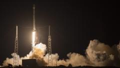 SpaceX за втори път успешно приземи ракета носител на платформа в океана