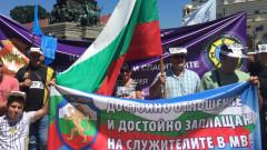 Полицаите излизат на серия от регионални протести