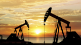 Цената на петрола възстановява вчерашния спад