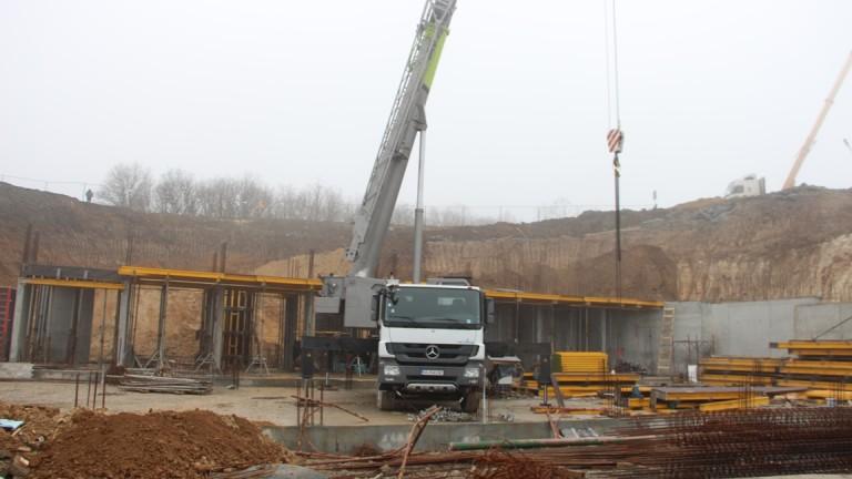 Експерти от Националния строителен контрол и община Созопол проверяват строежа