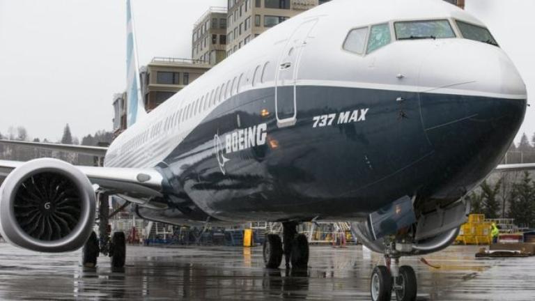 Boeing очаква 737 Max да се върне в небето скоро. Но приходите ѝ продължават да падат