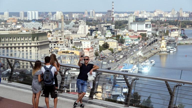Мъж заплашва да взриви мост в Киев