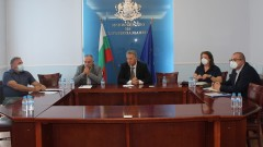 Кацаров и екипът му обсъждат допълнителни мерки срещу COVID-19