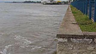 Русенски граничари представят на Дунав мост проверка на едно място
