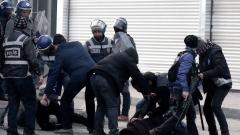 Кола-бомба избухна до полицейско управление в турската провинция Ван