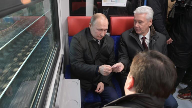 Путин угрижен от приближаването на НАТО към руските граници и милитаризацията на космоса