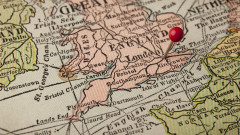 Великобритания разследва близо 4000 мигранти за лъжливи лични данни