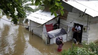 Огромно свлачище затрупа села в Шри Ланка, над 200 семейства са в неизвестност