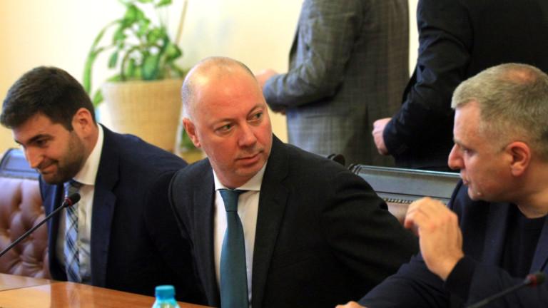 Министърът на транспортаРосен Желязков имеждународни превозвачи обсъждат предстоящите действия по
