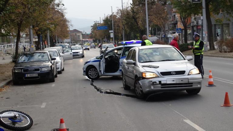 Моторист пострада при катастрофа в Благоевград днес, предаде БГНЕС. Състоянието