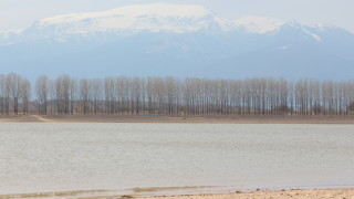Установени са нарушения при ползването на водите от три язовира
