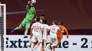 """Нидерландия и Испания си вкараха по веднъж на """"Йохан Кройф Арена"""""""