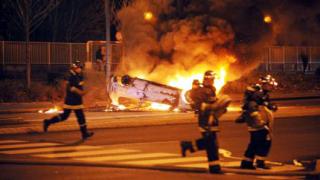 Вандали взривиха 16 коли в Щутгарт