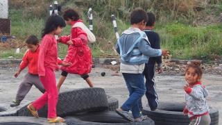 Децата в циганската махала в Гърмен растат. С тях растат и проблемите ни