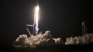 Crew Dragon пристигна на МКС