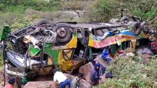 Автобус пропадна в пропаст в Перу. 23 души загинаха